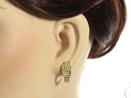 ekskluzywne kolczyki złote na angielskie zapięcie prezentowane na uchu złoto żółte próba 0.585 realne zdjecie zdjecia