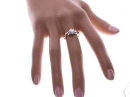 pierścionek złoty zaręczynowy z cyrkoniami zaręczyny cyrkonie złoto żółte 14K 0.585 pierścionek na palcu w pudełku realne zdjęcie zdjęcia pierścionek zaręczynowy na rocznicę pamiątkę mikołaja pod choinkę