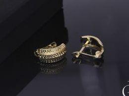 złote kolczyki diamentowane na angielskie zapięcie złoto żółte i białe próba 0.585 prezent dla żony dziewczyny realne zdjęcie zdjęcia na uchu modelce