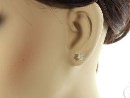 złote kolczyki z cyrkoniami sztyft wkręty wkrętki zapięcie złoto żółte próba 0.585 prezent dla żony dziewczyny realne zdjecie zdjecia na modelce uchu