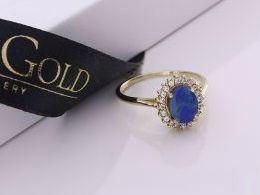 złoty pierścionek zaręczynowy zaręczyny z opalem naturalnym opal z kamieniami z cyrkoniami złoto żółte prezent dla żony dziewczyny na urodziny imieniny na pamiątkę pod choinkę realne zdjęcie zdjęcia na palcu w pudełku na modelce