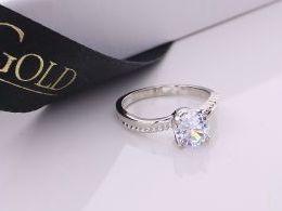 pierścionek srebrny z cyrkoniami klasyczny wzór cyrkonie pierścionki srebrne realne zdjęcie na palcu dłoni na prezent urodziny imieniny pod choinkę na prezent dla dziewczyny żony