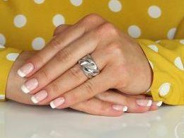pierścionek srebrny szeroka obrączka satynowa pierścionki srebrne realne zdjęcie na palcu dłoni na prezent urodziny imieniny pod choinkę na prezent dla dziewczyny żony