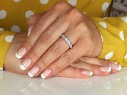pierścionek srebrny obrączka z cyrkoniami cyrkonie pierścionki srebrne realne zdjęcie na palcu dłoni na prezent urodziny imieniny pod choinkę na prezent dla dziewczyny żony