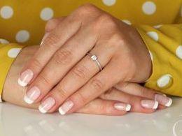 pierścionek srebrny klasyczny wzór zaręczynowy z cyrkoniami cyrkonie pierścionki srebrne realne zdjęcie na palcu dłoni na prezent urodziny imieniny pod choinkę na prezent dla dziewczyny żony