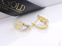 kolczyki złote złot żółte 14k 0.585 diamentowane angielskie zapięcie realne zdjęcia na modelce uchu kolczyki złote na prezent dla żony dziewczyny urodziny imieniny rocznicę pakowanie na prezent