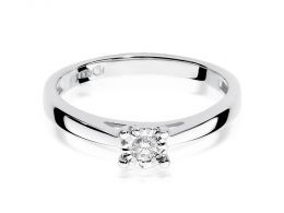 złoty pierścionek zaręczynowy z brylantem diamentem z białego złota białe złoto klasyczny wzór pierścionka realne zdjęcia na palcu