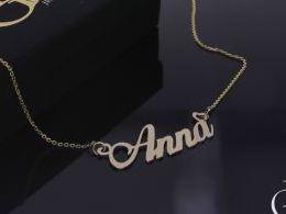 Anna Ania naszyjnik złoty łańcuszek celebrytka z imieniem na łańcuszku realne zdjęcia zdjęcie na modelce szyi litery inicjały celebrytki złote na prezent dla żony dziewczyny rocznicę urodziny imieniny pod choinkę na pamiątkę złoto żółte próba 585 14 karat