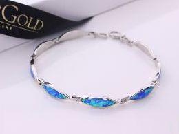 bransoletka srebrna damska z opalem niebieskim błękitnym na ręce modelce realne zdjęcie zdjęcia prezent dla żony dziewczyny na urodziny imieniny rocznicę upominek pod choinkę na walentynki różne wzory bransoletek srebrnych damskich
