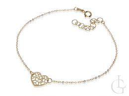 bransoletka złota z serduszkiem sercem celebrytka łańcuszek ankier złoto żółte serduszko ażurowe przywieszka bransoletka na ręce nadgarstku