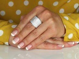 pierścionek srebrny szeroka obrączka z cyrkoniami cyrkonie pierścionki srebrne realne zdjęcie na palcu dłoni na prezent urodziny imieniny pod choinkę na prezent dla dziewczyny żony