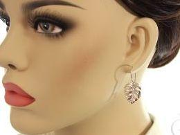 kolczyki srebrne liść klonu liście klonu srebro realne zdjęcia na modelce uchu kolczyki srebrne na prezent dla żony dziewczyny urodziny imieniny rocznicę pakowanie na prezent