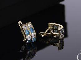 kolczyki złote na angielskie zapięcie złoto żółte białe 0.585 realne zdjęcia cyrkonie na uchu na prezent