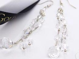 kolczyki srebrne otwarte zapięcie Swarovski kryształy srebro realne zdjęcia na modelce uchu kolczyki srebrne na prezent dla żony dziewczyny urodziny imieniny rocznicę pakowanie na prezent