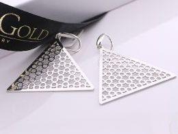 kolczyki srebrne wiszące trójkąty ażurowe srebro realne zdjęcia na modelce uchu kolczyki srebrne na prezent dla żony dziewczyny urodziny imieniny rocznicę pakowanie na prezent