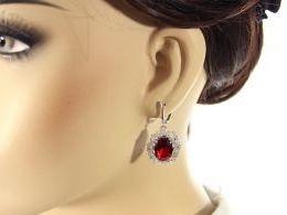 komplet biżuterii srebrnej z rubinem rubin wiszące kolczyki srebro realne zdjęcia wisiorka zawieszka na modelce uchu kolczyki srebrne na prezent dla żony dziewczyny urodziny imieniny rocznicę pakowanie na prezent