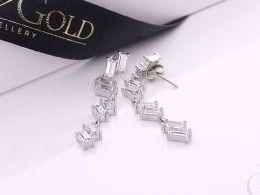 kolczyki srebrne wiszące z cyrkoniami cyrkonie sztyft wkręty zapięcie srebro realne zdjęcia na modelce uchu kolczyki srebrne na prezent dla żony dziewczyny urodziny imieniny rocznicę pakowanie na prezent