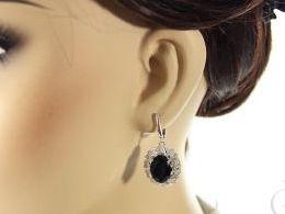 kolczyki srebrne wiszące z onyksem onyks cyrkonie angielskie zapięcie srebro realne zdjęcia na modelce uchu kolczyki srebrne na prezent dla żony dziewczyny urodziny imieniny rocznicę pakowanie na prezent
