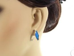 kolczyki srebrne z opalem niebieskim błękitnym opal angielskie zapięcie srebro realne zdjęcia na modelce uchu kolczyki srebrne na prezent dla żony dziewczyny urodziny imieniny rocznicę pakowanie na prezent