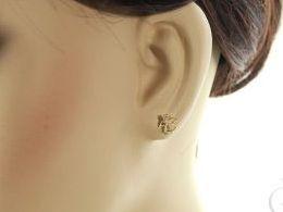złote kolczyki aniołki anioł aniołek sztyft wkręty zapięcie złoto żółte próba 0.585 prezent dla żony dziewczyny realne zdjecie zdjecia na modelce uchu
