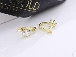 złote kolczyki z cyrkoniami na angielskie zapięcie złoto żółte próba 0.585 prezent dla żony dziewczyny realne zdjęcia zdjęcie na uchu modelce