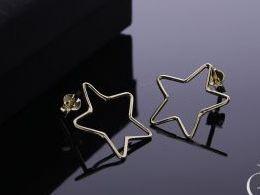 kolczyki złote złoto żółte 14k 0.585 gwiazdki gwiazdy na sztyft wkręty realne zdjęcia na modelce uchu kolczyki złote na prezent dla żony dziewczyny urodziny imieniny rocznicę pakowanie na prezent