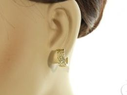 kolczyki złote kółka diamentowane złoto żółte realne zdjęcia zdjęcie na uchu modelce prezent dla żony dziewczyny