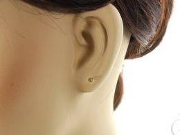 złote kolczyki małe kuleczki na sztyft wkrętki złoto żółte i białe próba 0.585 prezent dla żony dziewczyny realne zdjęcie zdjęcia na uchu modelce
