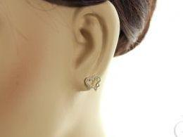 złote kolczyki serduszka serce serca ze znakiem nieskończoności znak nieskończoności cyrkonie na angielskie zapięcie złoto żółte próba 0.585 prezent dla żony dziewczyny realne zdjęcie zdjęcia na uchu modelce