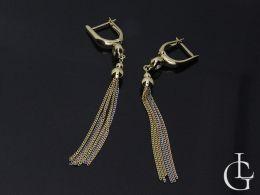 kolczyki złote wiszące długie łańcuszek cyrkonia na uchu realne zdjęcie
