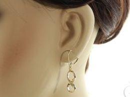 złote kolczyki znak nieskończoności wiszące długie złoto żółte i białe próba 0.585 prezent dla żony dziewczyny realne zdjęcie zdjęcia na uchu modelce