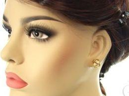 kolczyki złote  zawijane kulki diamentowane złoto żółte realne zdjęcia zdjęcie na uchu modelce prezent dla żony dziewczyny
