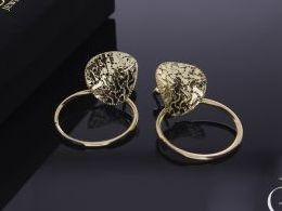 kolczyki złote złoto żółte 14k 0.585 wiszące kółka diamentowane na sztyft wkręty zapięcie realne zdjęcia na modelce uchu kolczyki złote na prezent dla żony dziewczyny urodziny imieniny rocznicę pakowanie na prezent