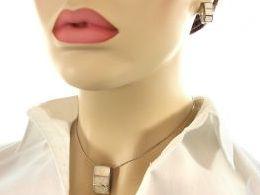 komplet biżuterii srebrnej z opalem tęczowym różnokolorowym kolorowym  opal srebro realne zdjęcia wisiorka zawieszka na modelce uchu kolczyki srebrne na prezent dla żony dziewczyny urodziny imieniny rocznicę pakowanie na prezent