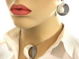 komplet biżuterii srebrnej wisiorek zawieszka kółko kółka kolczyki wiszące srebro realne zdjęcia wisiorka zawieszka na modelce uchu kolczyki srebrne na prezent dla żony dziewczyny urodziny imieniny rocznicę pakowanie na prezent