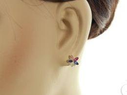 złote kolczyki kwiatki na angielskie zapięcie złoto żółte i białe próba 0.585 prezent dla żony dziewczyny realne zdjęcie zdjęcie na uchu modelce