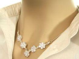 naszyjnik srebrny kolia cyrkonie kwiatki kwiatuszki prezent dla żony dziewczyny na urodziny imieniny rocznicę pod choinkę realne zdjęcia na modelce szyi