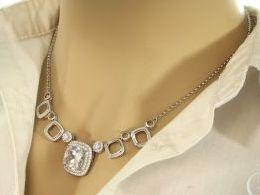 naszyjnik srebrny ekskluzywny kolia duża zawieszka cyrkonie realne zdjęcie zdjęcia na modelce szyi prezent dla żony zony dziewczyny na Mikołaja walentynki pod choinkę