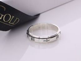 pierścionek srebrny obrączka różaniec z krzyżykiem krzyżem krzyż pierścionki srebrne realne zdjęcie na palcu dłoni na prezent urodziny imieniny pod choinkę na prezent dla dziewczyny żony