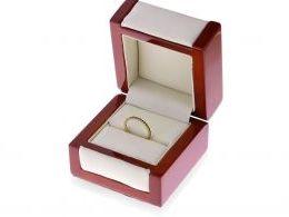 obrączka złota z szafirami w pudełku złoto żółte próba 0.585