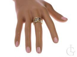 pierścionek złoty ekskluzywny szeroki złoto żółte białe pierścionek na palcu dłoni