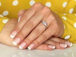 pierścionek srebrny z cyrkoniami cyrkonie pierścionki srebrne realne zdjęcie na palcu dłoni na prezent urodziny imieniny pod choinkę na prezent dla dziewczyny żony