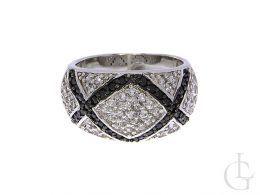 pierścionek srebrny obrączka czarne cyrkonie klasyczne cyrkonie pierścionek na palcu realne zdjęcie foto