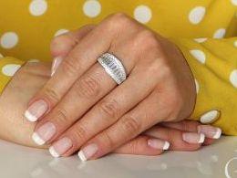 pierścionek srebrny obrączka szeroka z cyrkoniami cyrkonie pierścionki srebrne realne zdjęcie na palcu dłoni na prezent urodziny imieniny pod choinkę na prezent dla dziewczyny żony