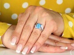 pierścionek srebrny z opalem błękitnym niebieskim cyrkonie opal naturalny pierścionki srebrne realne zdjęcie na palcu dłoni na prezent urodziny imieniny pod choinkę na prezent dla dziewczyny żony