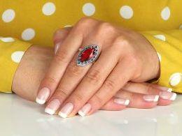 pierścionek srebrny z rubinem rubin cyrkonia duża cyrkonie pierścionki srebrne realne zdjęcie na palcu dłoni na prezent urodziny imieniny pod choinkę na prezent dla dziewczyny żony