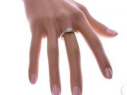 pierścionek złoty zaręczynowy z brylantami diamentami brylant diament zaręczyny złoto żółte 14K 0.585 pierścionek na palcu w pudełku realne zdjęcie zdjęcia pierścionek zaręczynowy na rocznicę pamiątkę mikołaja pod choinkę prezent dla dziewczyny żony urodz