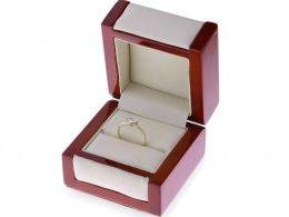 pierścionek zaręczynowy w pudełku złoto żółte cyrkonia