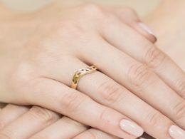 ekskluzywny złoty pierścionek z brylantami z diamentami na palcu na ręce złoto żółte złoto białe pierścionki z brylantami diamentami zaręczynowe