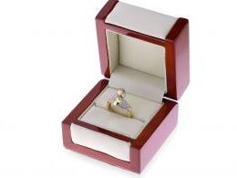 nowoczesny pierścionek złoty zawijany w pudełku duży szeroki cyrkonie złoto żółte 0.585 14K
